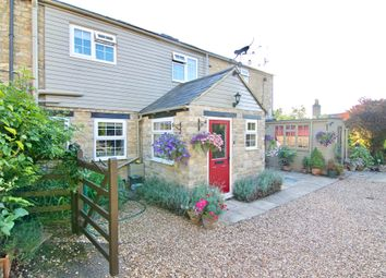 Thumbnail 2 bed terraced house for sale in Horsefair, Chipping Norton