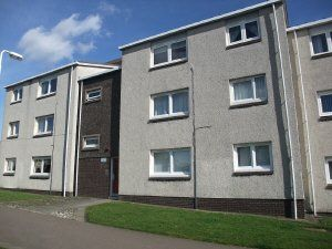 Thumbnail 2 bedroom flat to rent in Smeaton Gardens Kirkcaldy, Fife