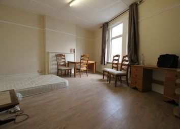 Thumbnail 2 bed flat to rent in Hoe Street, Lodon