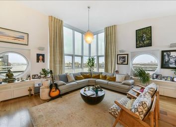 3 bed flat to rent in Anchorage Point, Nr Canary Wharf, London E14