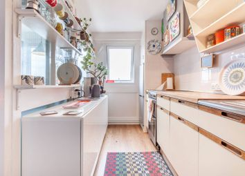 Portland Grove SW8, Stockwell, London,. 2 bed flat for sale