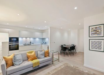 Thumbnail 3 bed flat to rent in Borough High Street, London