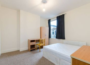 2 bed property to rent in Venetian Road, Camberwell, London SE59Rr SE5