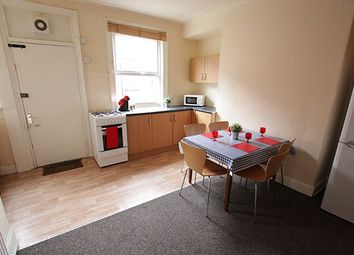 Thumbnail 5 bedroom terraced house to rent in Hessle Terrace, Hyde Park