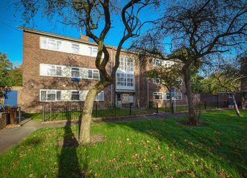 Thumbnail 2 bed flat to rent in Holm Garth Drive, Hull