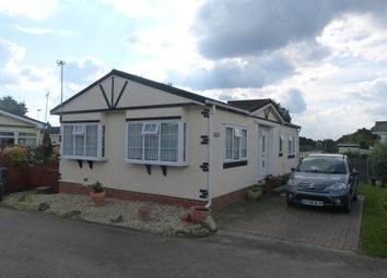 2 bed mobile/park home for sale in The Rise, Galley Hill, Waltham Abbey EN9