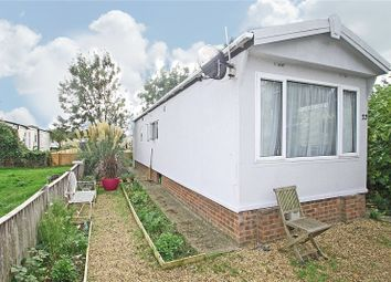 2 bed mobile/park home for sale in Thames Avenue, Penton Park, Chertsey, Surrey KT16