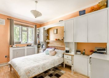 Thumbnail 2 bed flat for sale in Valentine House, Clapham, London