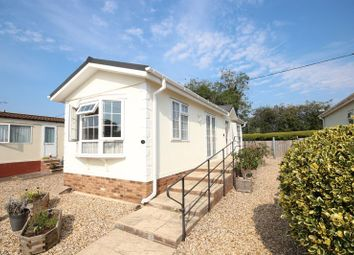 Thumbnail 1 bed mobile/park home for sale in Downlands Park Homes, Half Moon Lane, Pepperstock, Luton