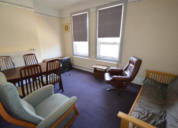 2 bed flat to rent in Railway Street, Chatham ME4