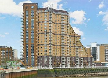 Thumbnail 3 bed flat to rent in Cascades Tower, Westferry Road, London