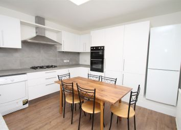 Thumbnail 3 bedroom flat to rent in Green Lanes, Palmers Green, London