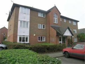 Thumbnail 1 bed flat to rent in Peartree Avenue, Earlsfield
