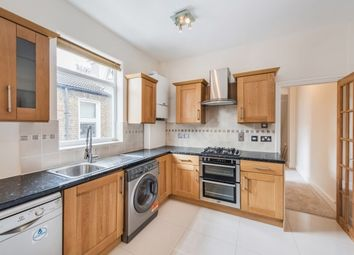 Thumbnail 3 bedroom flat to rent in Southfield Road, London