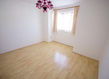 Thumbnail Flat to rent in Long Lane, Finchley
