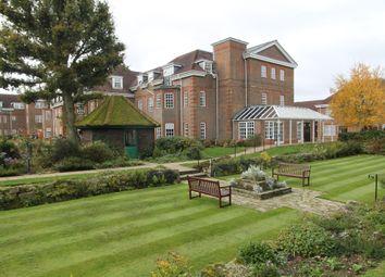 25 Ravens Court, Castle Village, Berkhamsted, Hertfordshire HP4. 2 bed flat for sale