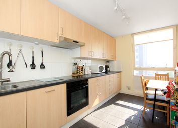 2 bed flat to rent in Bramlands Close, London SW11