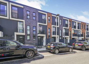 Thumbnail 4 bed town house for sale in Hawthorne Crescent, Greenwich