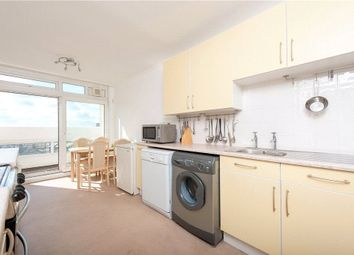 2 bed flat to rent in Grantham Road, London SW9