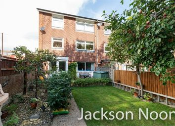 Angus Close, Chessington KT9. 3 bed end terrace house