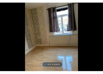Room to rent in New Broadway, Uxbridge Road, Hillingdon, Uxbridge UB10