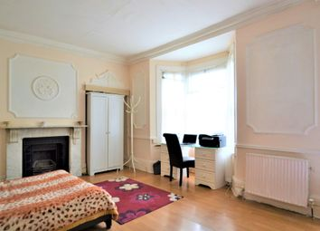 Thumbnail Studio to rent in Wendover Road, London