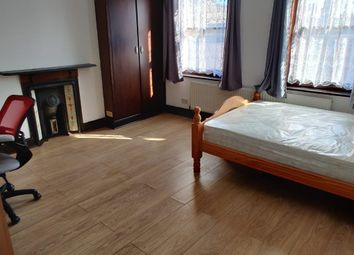 Room to rent in Ashfield Street, Whitechapel, London E1