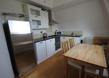 Thumbnail 2 bed flat to rent in Alexandra House King's Road, Reading