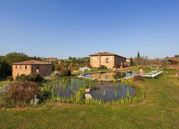 Thumbnail Hotel/guest house for sale in Via Pienza, Siena, Tuscany, Italy