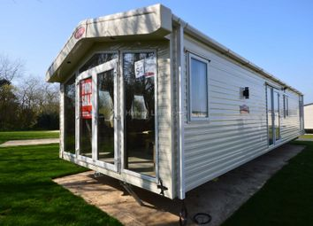 2 bed mobile/park home for sale in Marlie Holiday Park, Dymchurch Road, New Romney TN28