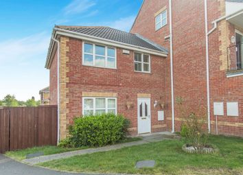 Thumbnail 3 bed town house for sale in Buckingham Way, Castleford