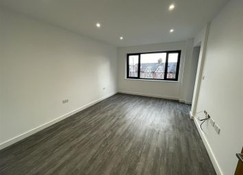 3 bed flat to rent in Western Road, Southall UB2