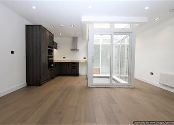 Thumbnail 1 bed flat to rent in Tolworth Broadway, Tolworth