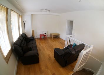 Thumbnail 3 bedroom flat to rent in Drayton Park, London
