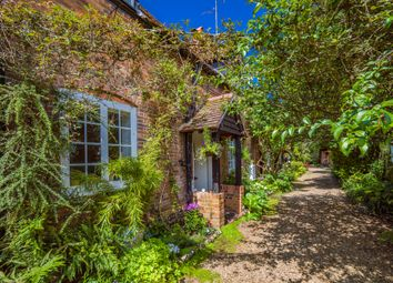3 White Hart Yard, Streatley On Thames RG8. 2 bed property for sale