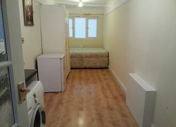 Thumbnail Studio to rent in Somerset Close, New Malden
