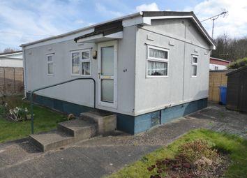 Thumbnail 2 bed mobile/park home for sale in Strande Park, Lightlands Lane, Cookham, Maidenhead, Berkshire