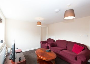 Thumbnail 2 bed flat to rent in Western End, Newbury