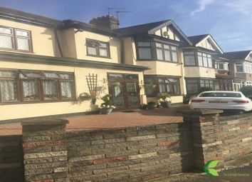 Thumbnail Room to rent in The Drive, Cranbrook, Ilford