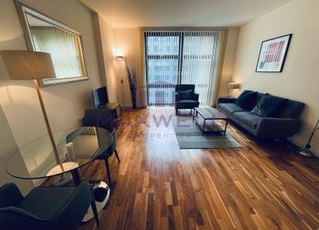 Thumbnail 1 bed flat to rent in Discovery Dock Apartments West, Canary Wharf, London