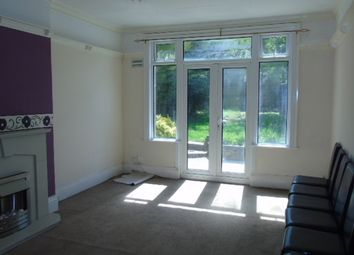 Thumbnail 3 bed flat to rent in Ashburnham Road, Luton