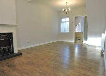 Thumbnail 2 bedroom detached house to rent in Waldeck Road, Dartford