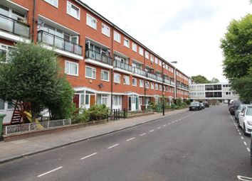 3 bed maisonette to rent in Forsyth Gardens, Kennington, London SE17