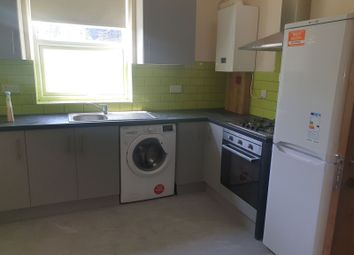 3 bed flat to rent in Richmond Road, Ilford IG1