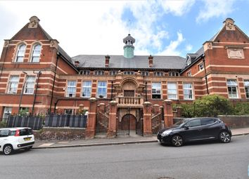Upper Holly Hill Road, Belvedere DA17. 2 bed flat for sale