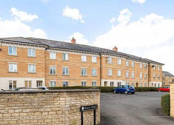 2 bed flat for sale in Carterton, Oxfordshire OX18
