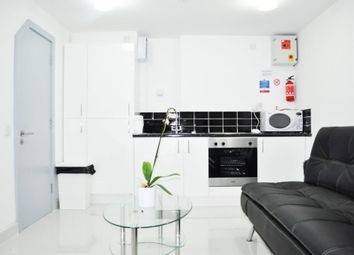 Thumbnail 1 bed flat to rent in Voss Street, Bethnal Green