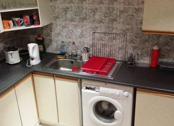 Thumbnail 3 bed flat to rent in Royal Park Terrace, Hyde Park, Leeds