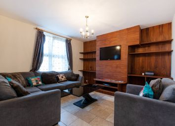 Thumbnail 3 bed flat to rent in Wandsworth Road, Clapham