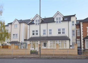 2 bed flat to rent in Merton Road, Wimbledon SW19